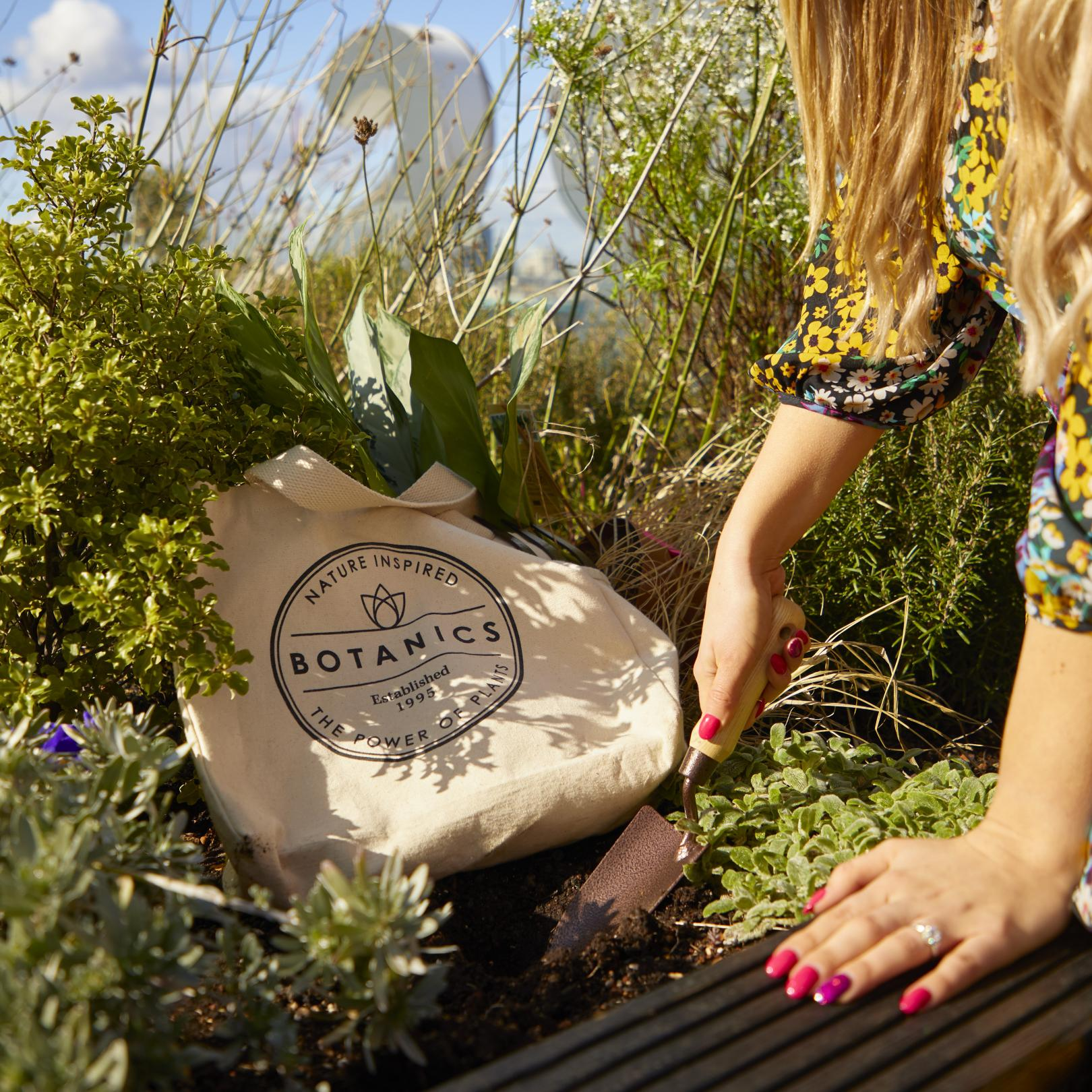 Botanics and Carbon Trust sustainable bag